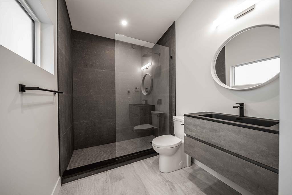 Squamish Carriage House Bathroom Image