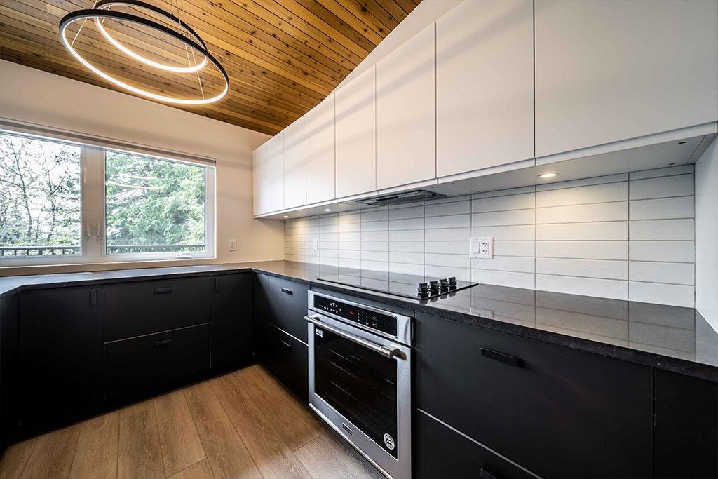 Squamish Carriage House Kitchen Image 3